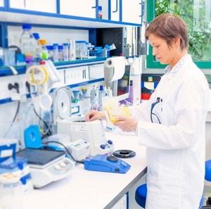 tekhnik-v-laboratorii-mikrobiologii